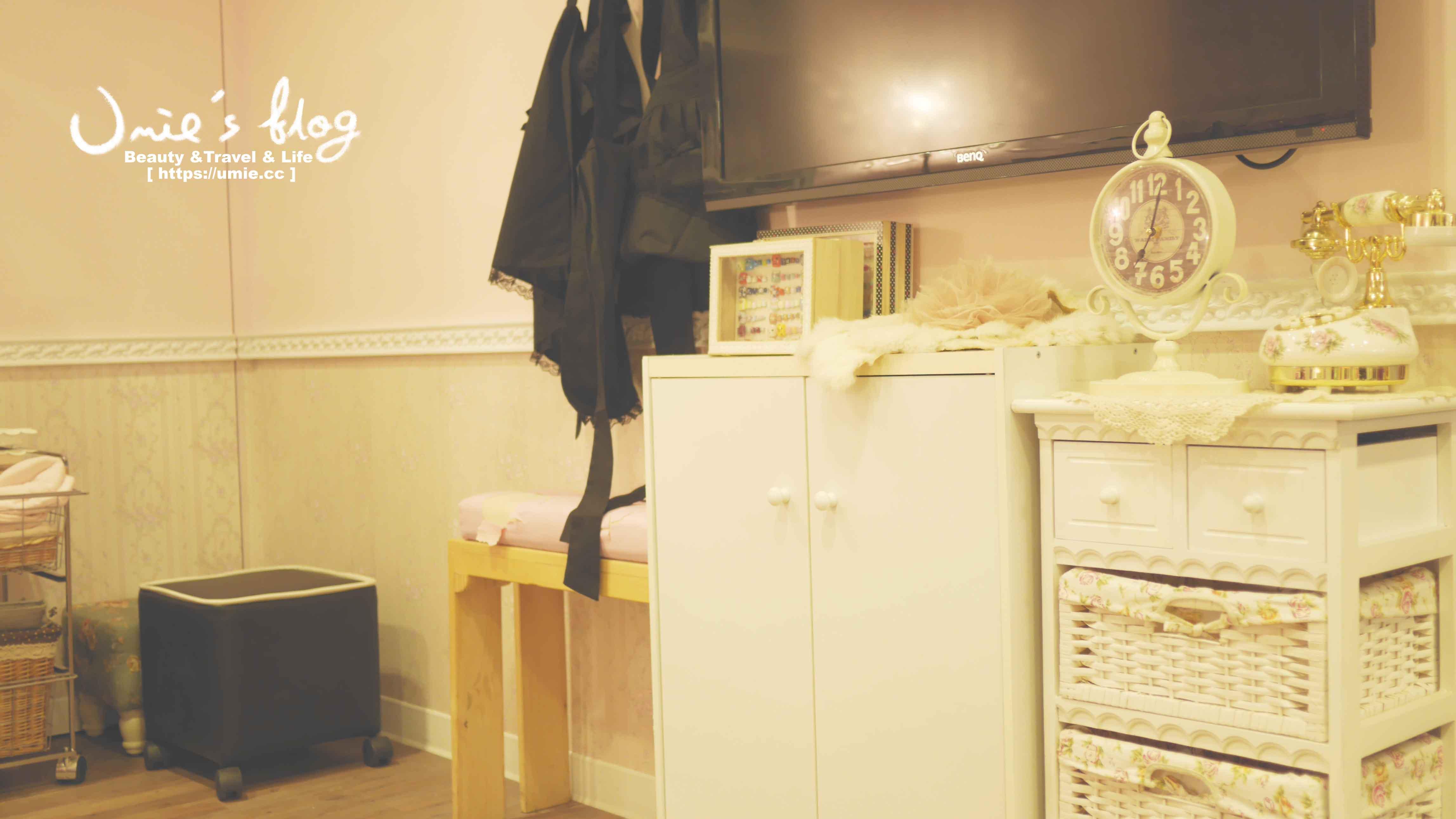 指甲光療- 台北中山捷運站 Venus Nail 美甲工坊-Merry Xmas 聖誕風格手繪 x 腳部基礎保養 !