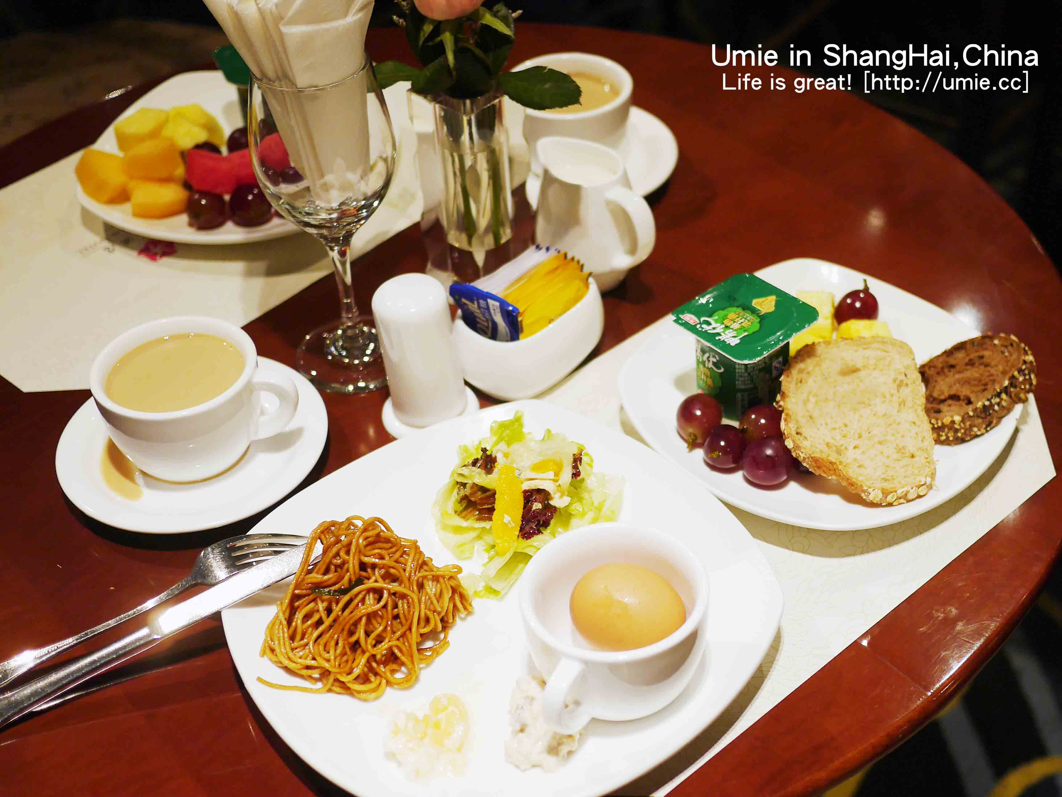 中國上海住宿推薦-便宜住宿 / 近市區 / 近購物商城 / 附早餐自助吧-靜安區吉臣酒店(Ambassador Hotel)房間設施分享 :)